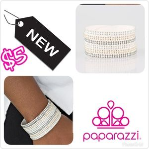 NWT Paparazzi White Wrap Bracelet with Snaps